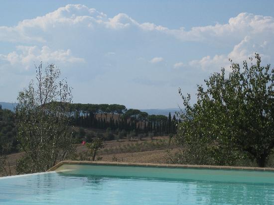 Agriturismo Fattoria Armena: Fattoria Armena view from pool