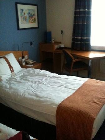 Holiday Inn Express Manchester East: twin room