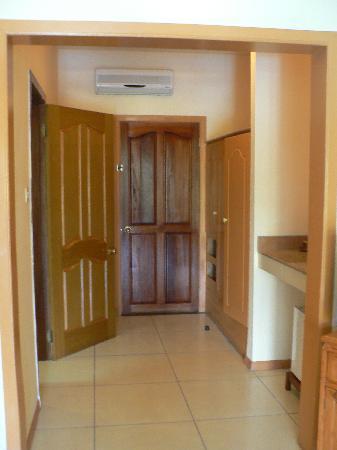 Le Palmiste Resort & Spa: entrée chambre