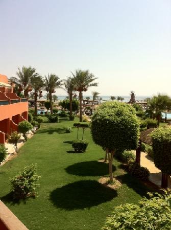 Coral Sea Holiday Village: garden/seaview