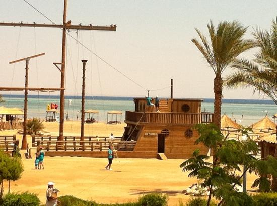 Coral Sea Holiday Village: shipwrecked!