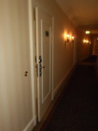 Dom Hotel Koeln: Flur