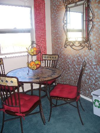 Desert Sol Bed & Breakfast: breakfast nook