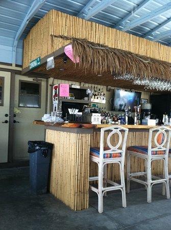 SandBar Tiki & Grille: Outside Bar