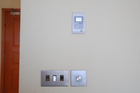 Radisson Blu Resort & Spa, Malta Golden Sands: Why go to the trouble of having nice screw-free stainless light switches and then put cheap plas