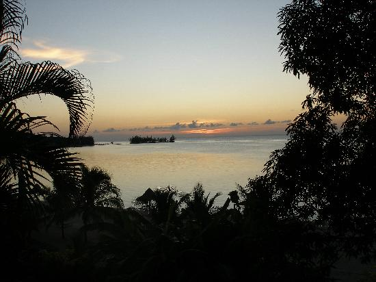 Turquoise Bay Dive & Beach Resort: Sunset view from our room (#10)