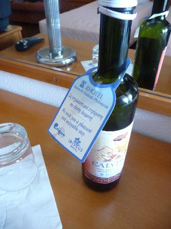 Ibiscus Hotel: Welcome bottle of wine