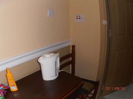 Soreda Hotel: Lack of sockets in 'kitchen area'