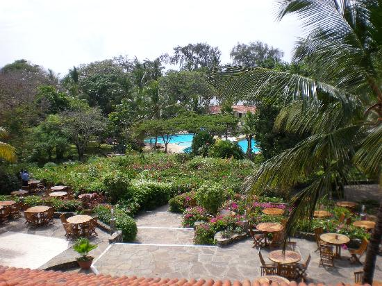 Diani Sea Resort: View of the gardens