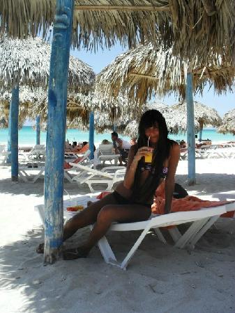 Sol Palmeras: Almuerzo en la playa...pescaditos a la parrilla con fritas y juguito de naranjas frescas...q vid