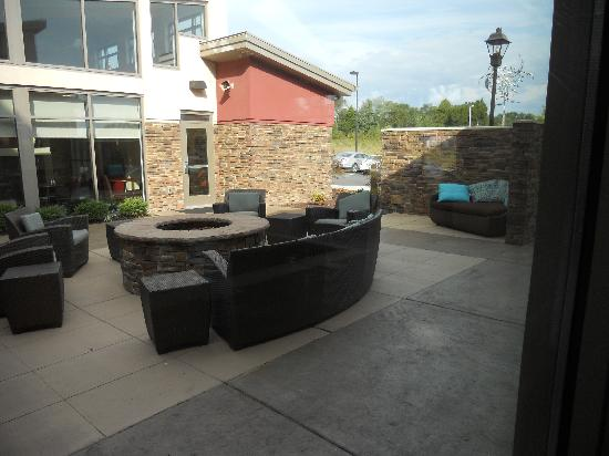 Residence Inn Jackson: Outside Lounge