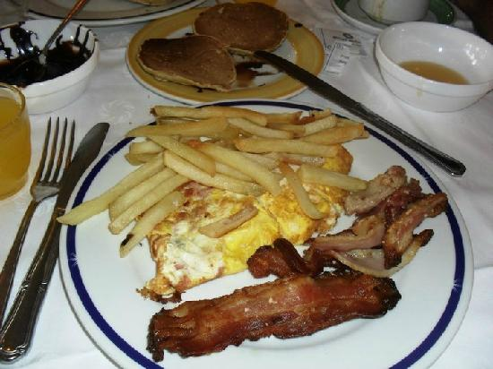 Sol Palmeras: Mmm...desde el segundo dái nuestros desayunos eran así!!!...primero lo dulce y después esto!!!