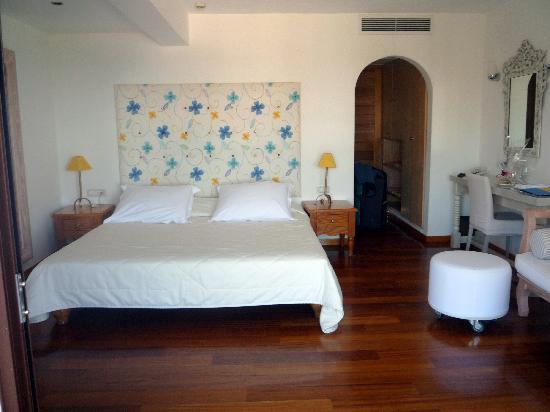 St. Nicolas Bay Resort Hotel & Villas: Room