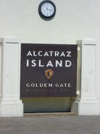 อัลคาทราซ: Entrance