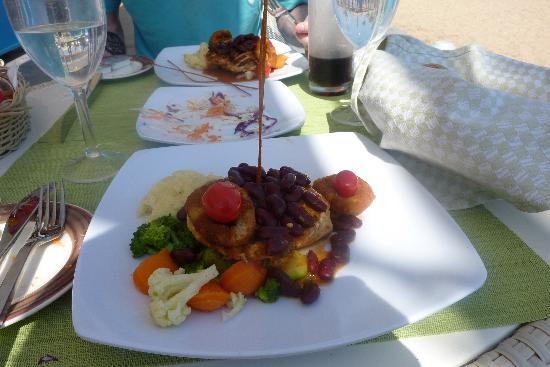 Coral Sea Sensatori - Sharm El Sheikh: Tiran Diner at lunch time - grilled chicken