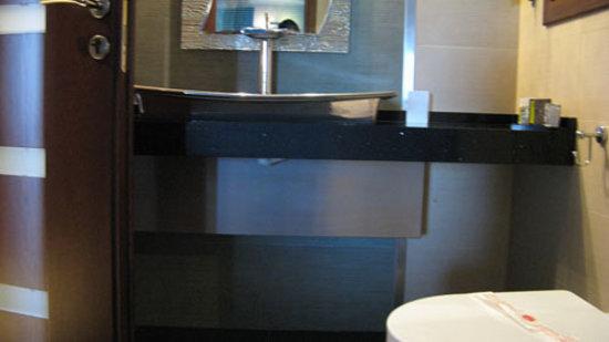 Iakovaki Suites & Spa: Bathroom sink