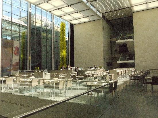 พิพิธภัณฑ์วิจิตรศิลป์: museum`s restaurant