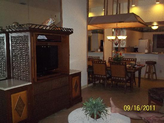 Parkway International Resort: Livingroom/dining room