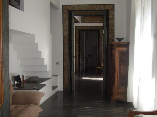 Hotel Palazzo Murat: Stairs to second bedroom and ensuite