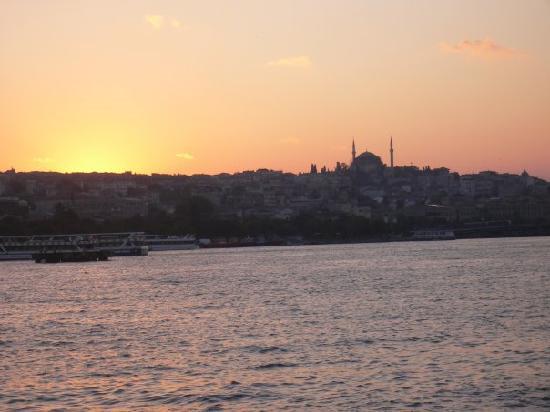 Bosphorus Strait: Puesta de sol desde el crucero