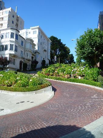 Lombard Street: Half way down