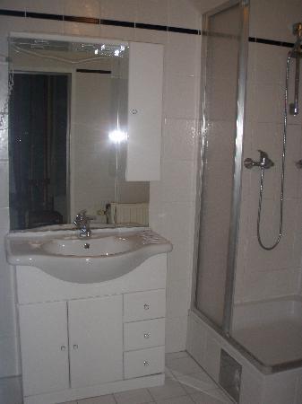 Hotel Gabriel: Baño