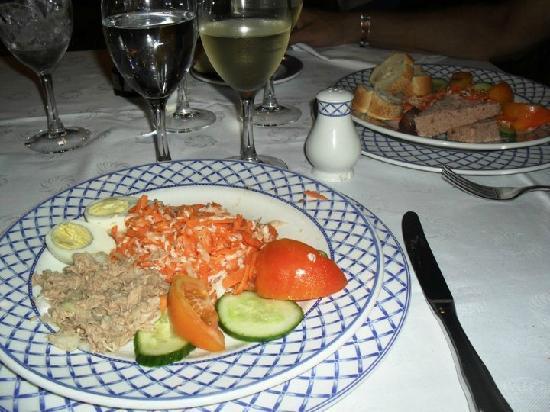 Sol Palmeras: Nuestros platos en el restaurant de mariscos....y el vinito!!!