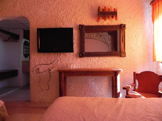 Hotel Xbalamque Resort & Spa: Flatscreen tv