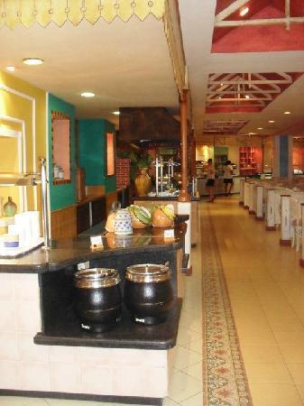 Sol Palmeras: Otra parte del restaurant bufette..,al fondo la entrada