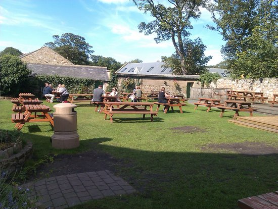 The Craster Arms Restaurant: the beer garden