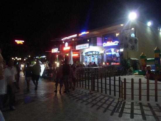 โรงแรมมาลิบู บีช: bars close to Yesil Hurma on seafront Marmaris