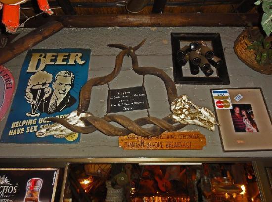 Joe's Beerhouse: Decor