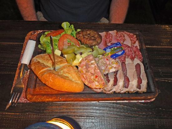 Joe's Beerhouse: A light snack....!