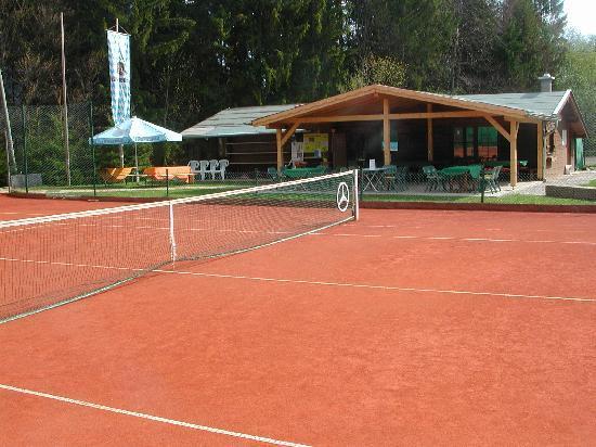 Tennissportparadies Grainau-Zugspitze: Tennishütte mit Sonnenterrasse