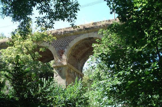 Hotel El Molino del Puente: Desde el parque Del Molino