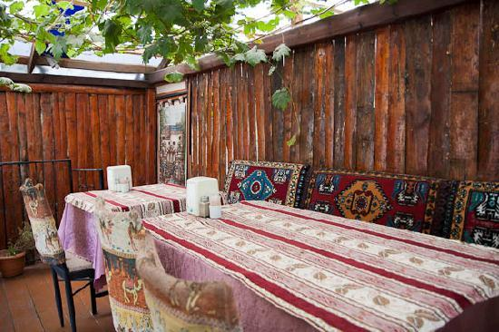 Göreme Restaurant: View on the terrace