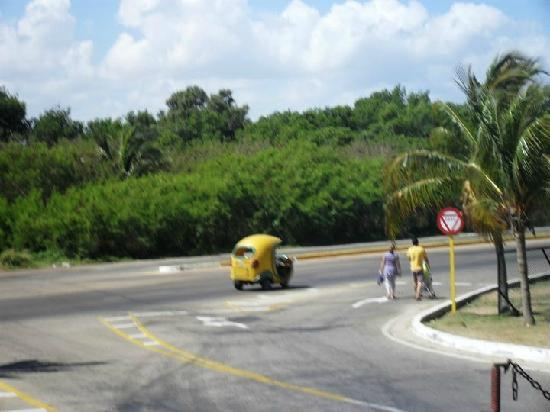 Un cocotaxi en la ruta a la entrada del Sol Palmeras!!!
