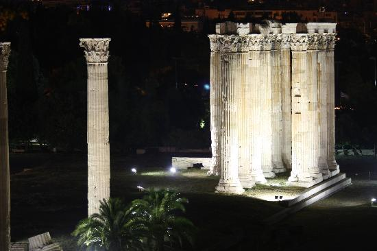 The Athens Gate Hotel: Temple of Zeus from the balcony