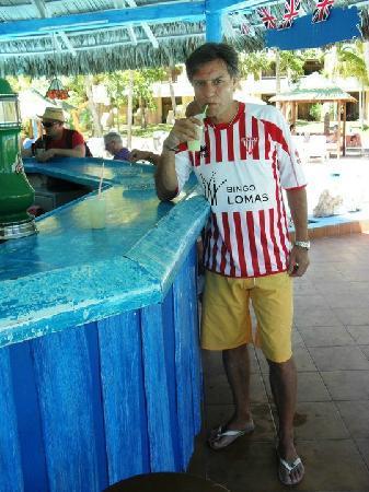 Sol Palmeras: Piña colada con ron el bar de la pile...