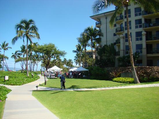 The Westin Ka'anapali Ocean Resort Villas: Kaanapali Beach walkway in front of the resort