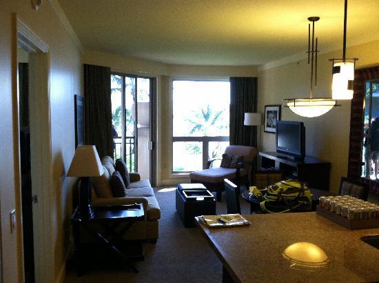 The Westin Ka'anapali Ocean Resort Villas: Living room/kitchen in one-bedroom villa
