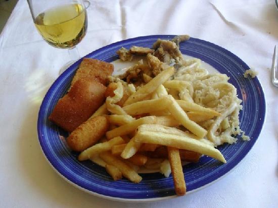 Sol Palmeras: Mmm..este fué mi ultimo almuerzo en el bufette...cornalitos, rabas, papas fritas...mmm