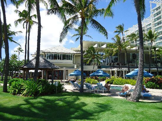 The Kahala Hotel & Resort: stunning hotel grounds