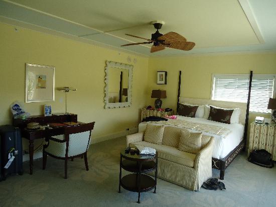 The Kahala Hotel & Resort: great size bedroom