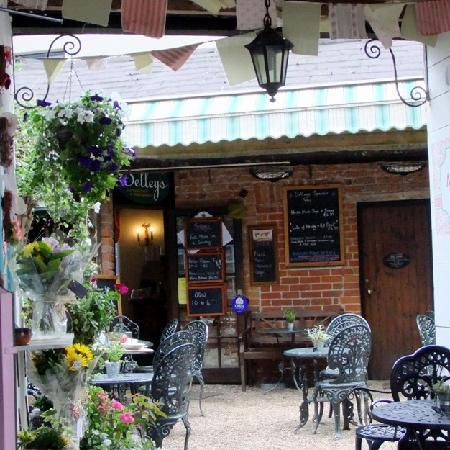 Selley's Coffee Shop & Restaurant: pretty courtyard