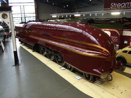 พิพิธภัณฑ์รถไฟแห่งชาติ: Duchess of Hamilton - LMS streamliner