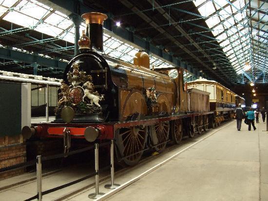 พิพิธภัณฑ์รถไฟแห่งชาติ: Gladstone - the first steam loco to be privately preserved - in 1927