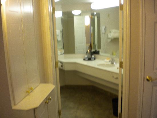 La Quinta Inn & Suites Dallas Arlington South: Bath was clean