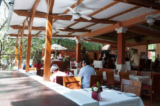 River Cafe: open air dining room