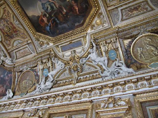 พิพิธภัณฑ์ลูฟวร์: Interior ceiling
